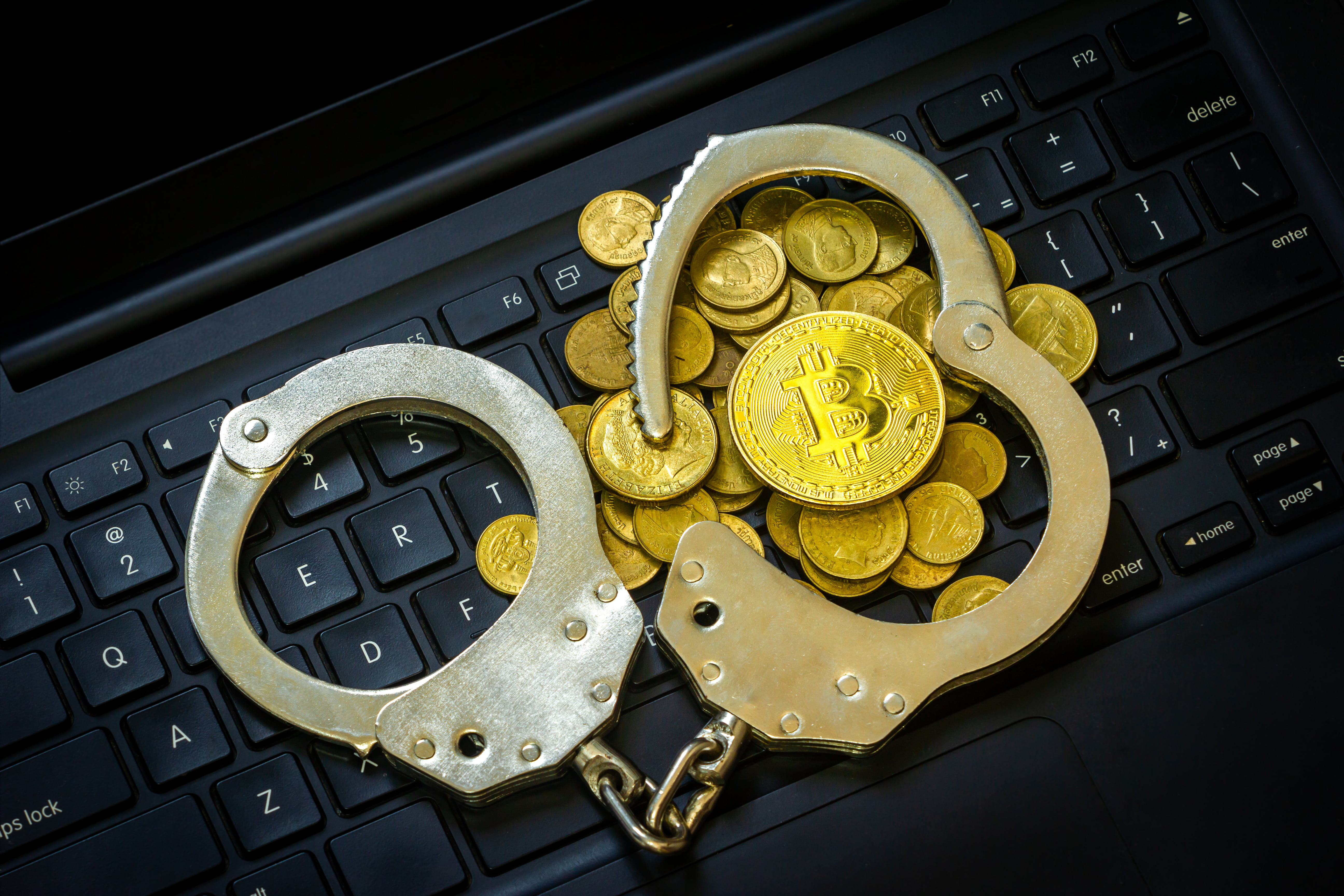 Bitcoin got out of crime? Analyzing expert opinion